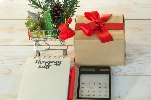 holiday-saving-spending